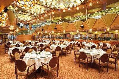 Hlavní sál a stoly